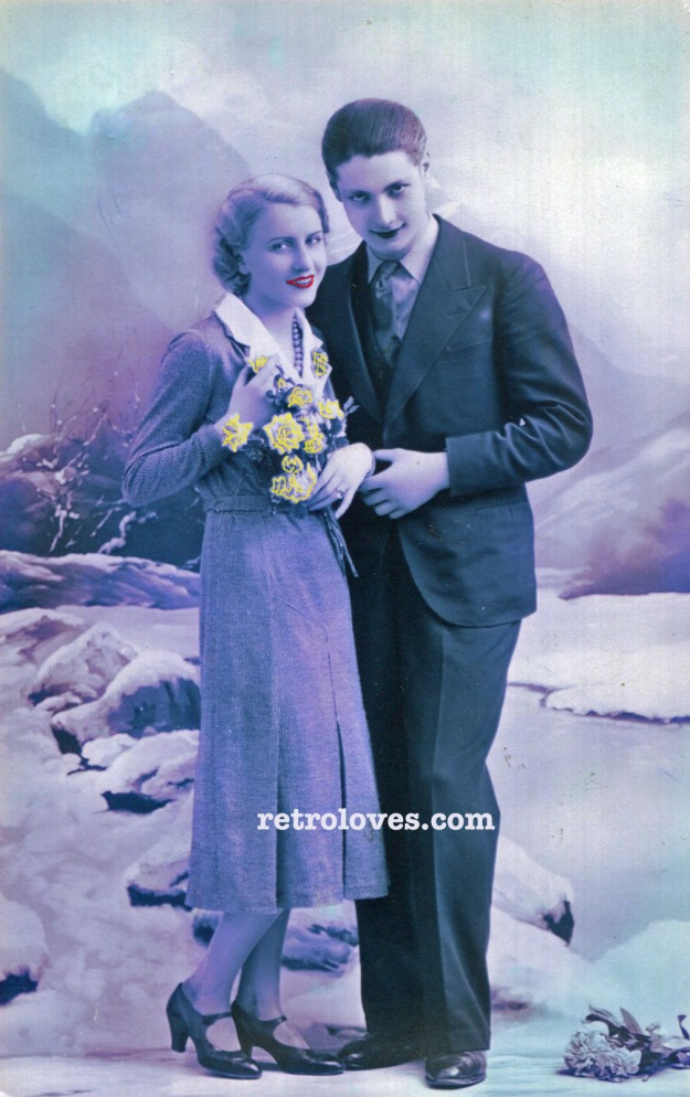 yr 1932 couple with roses