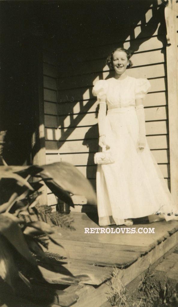 1930s-g-dress-snapshot007
