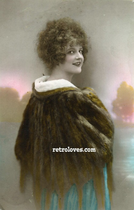 deco-lady-furcoat-flapper
