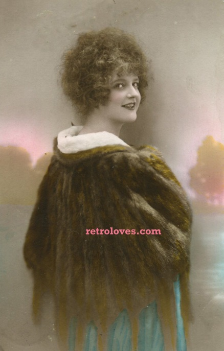 deco-lady-fur-coat